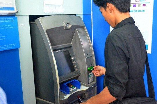 Yêu cầu 4 ngân hàng báo cáo về việc tăng phí rút tiền
